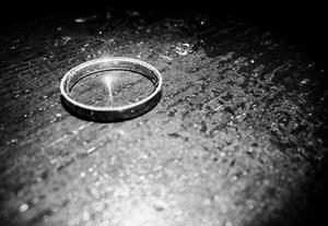 wedding ring black and white