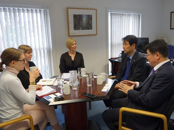 Photo of Vice-President Christina Blacklaws meeting the Seoul Bar Association